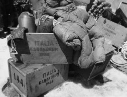 Moncler M-K2-04_1954boxes Karakorum expedition