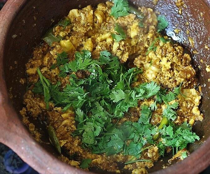 garnishing egg bhurji recipe with coriander leaves