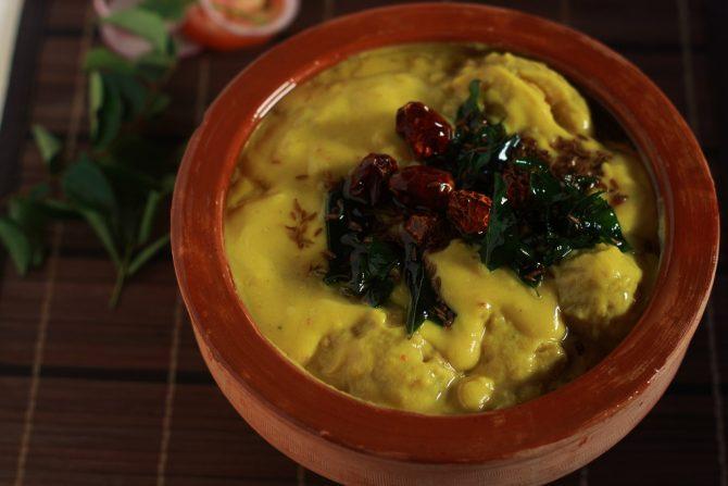 punjabi kadhi pakora served in a clay pot