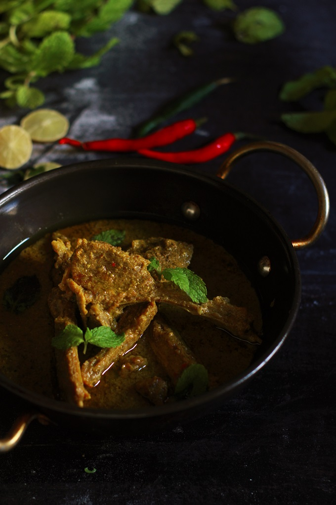A very easy and tasty mutton chops curry recipe made in yogurst sauce with freshly ground spices.