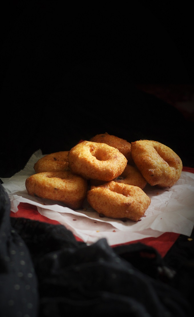 Medu Vada recipe or the Ulundu Vadai recipe as it is known, is a popular snack or breakfast dish with different names in different regions. It is made of urad dal which is ground and spices are added before frying in hot oil in the shape of a donut.