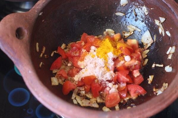 tomato, spices, salt in kadai