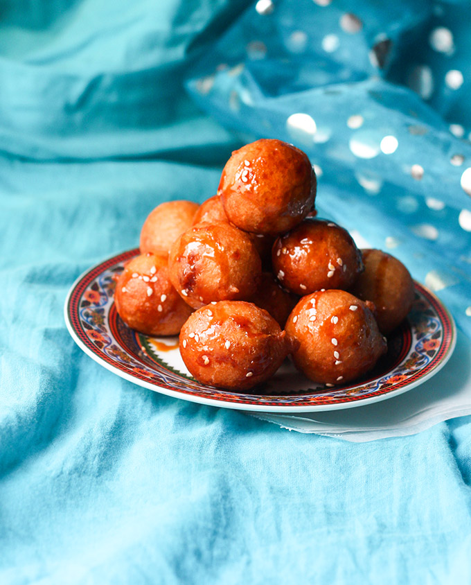 Luqaimat recipe or a kind of arabic sweet dumpling is a very famous dish that the Emaratis enjoy during Ramadan or other times. Pretty easy to make, this dessert takes minimal ingredients, yet tastes absolute awesome.