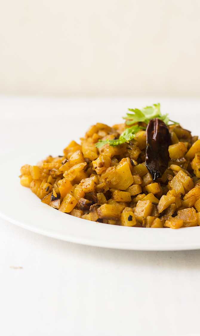 Potato is one of my favorite veggies. And I love the potato in any form. And this variety is just the perfect way to cook and enjoy this amazing Potato podimas in Tamil Style, Urulai Kizhangu Podimas.