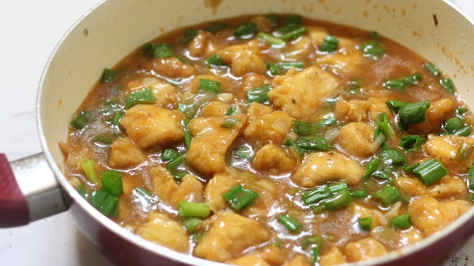Chicken Manchurian Gravy Recipe– Continuing with my Indo-Chinese cuisine here is another popular Indo-Chinese Recipe, the Chicken Manchurian recipe. The chicken manchurian recipe is definitely a must try with the chicken fried rice.
