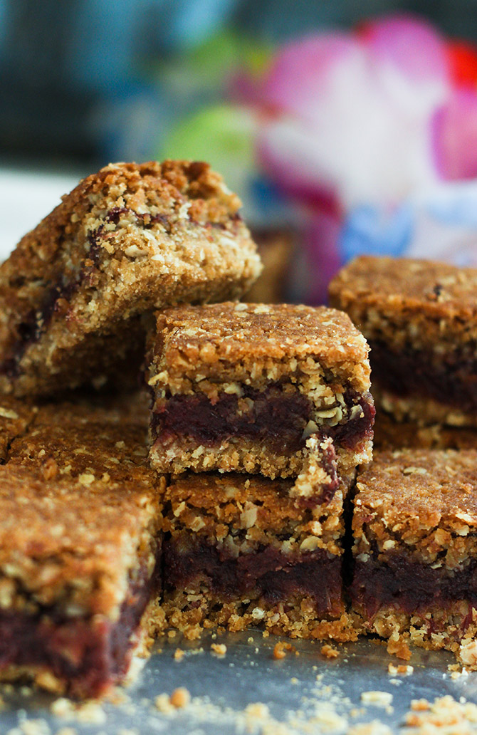 Oatmeal date bars or the date bars is a healthy, tasty and nutritious energy bars. You can just grab this for breakfast when you are rushing. Or simply take it along with you for picnic. You can even serve this as an after school snack for kids.