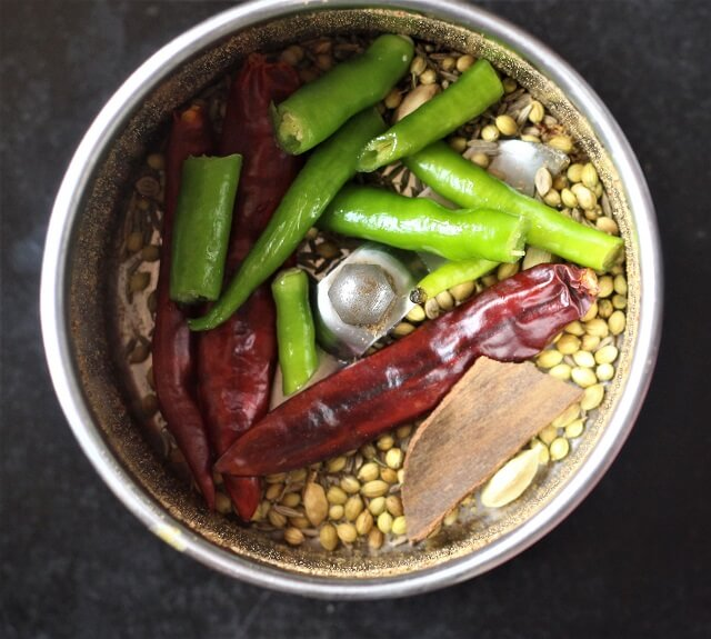 spices, green chili in a mixie jar