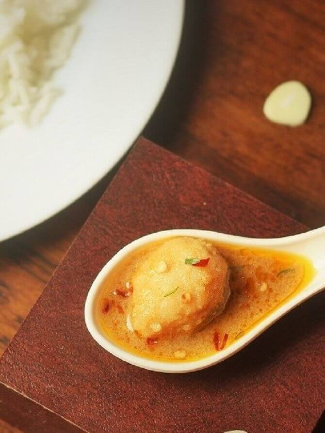 arbi ki sabzi with grvay in a spoon