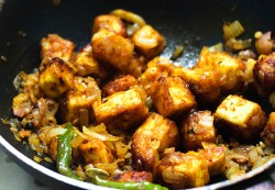 Paneer do pyaza is another of those recipes that are my personal favorites.I love anything to do with paneer and I enjoy cooking and relishing this paneer do pyaza recipe.