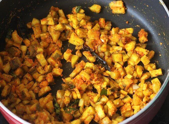 preparing vazhakkai poriyal in a pan