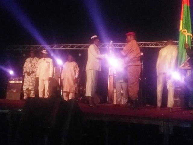Passation du flambeau entre Madame le Gouverneur de la région du Centre- Nord (Kaya) Nady Somé Diallo, et Monsieur Tagsséna Nitièma, gouverneur de la région du Sud –Ouest (Gaoua)