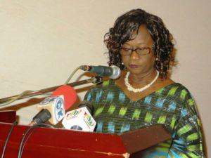 Mme Marie Louise Compaoré, épouse du ministre d'Etat, ministre de la sécurité, représentante de Mme Sika Kaboré, épouse du chef de l'Etat à donner le top départ du forum