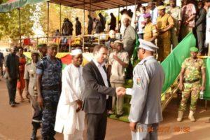 Monsieur Geoffroy Yogo recevant les félicitations