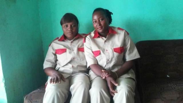 Les deux dames vigiles Valerie Kaboré et Bayoulou Edie Mariam