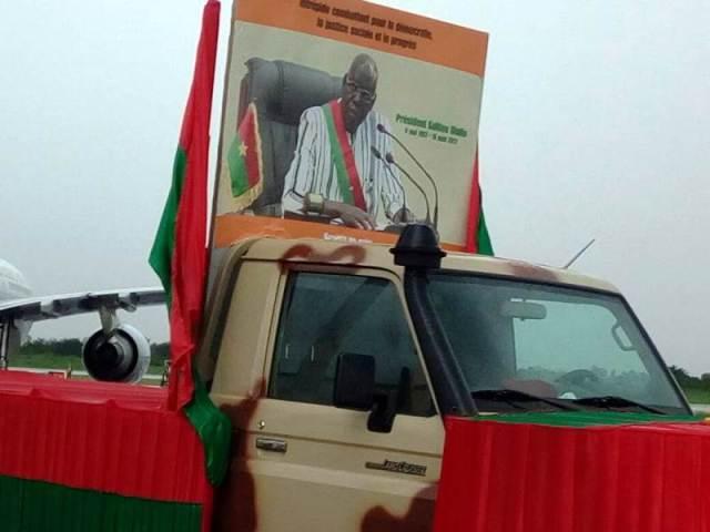 """Le véhicule transportant la dépouille mortuaire du Président de l""""Assemblée Nationale Salifou Diallo"""