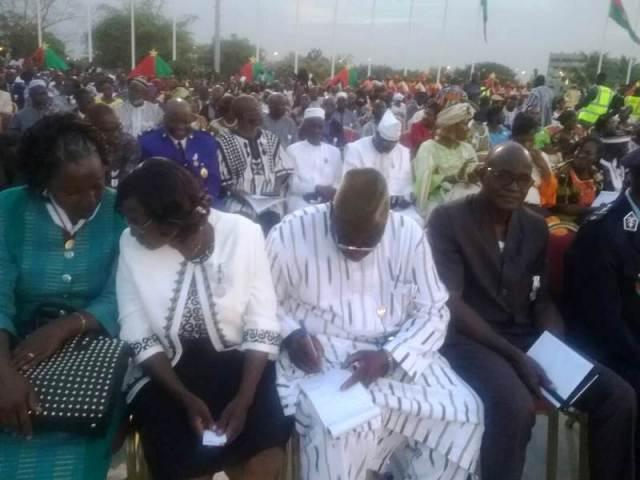 Mme Ouedraogo/ Yameogo A. Blandine (2eme à partir de la droite), ministère des Affaires étrangères de la Coopération des burkinabé de l'extérieur, officier de l'ordre du mérite burkinabé