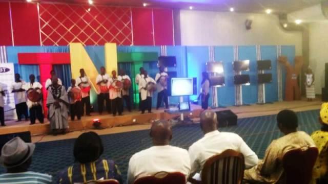 A la cérémonie de lancement de la Télévision Numérique Terrestre (TNT)