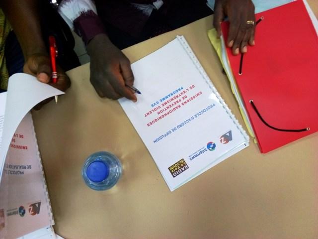Les représentants des médias partenaires du programme CVE ont signés la convention. Il s'agit de la radio Plusar, Al Houda, Kantiguiya, La voix du Soum et Manegmoogo