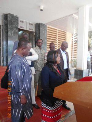 La délégation à l'issue de l'audience sur la Fonction publique hospitalière. Mme Inès Kabore la représentante du Syndicat du SYSFAMB