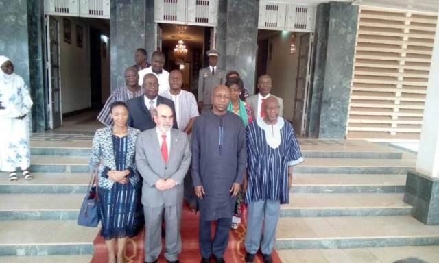 A l'issue de l'audience le DG de la FAO et sa délégation à posé avec le Premier ministre Paul Kaba Thiéba