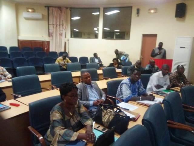 Les participantes et participants, hommes et femmes de presse