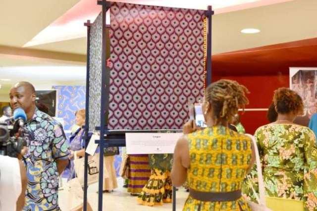 Exposition de la marque Vlisco à Abidjan, en Côte d'Ivoire, le 26 novembre 2016. ISSOUF SANOGO / AFP