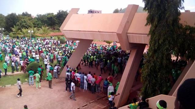 Les militants a l'accueil de ZEPHIRIN DIABRE au palais de Sports de Ouaga 2000