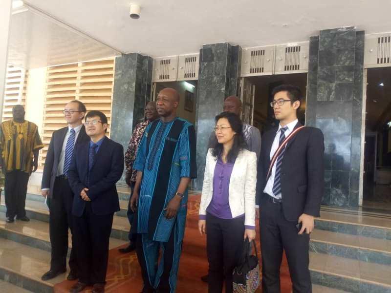 Le Premier Ministre Paul Kaba Tieba reçoit en audience la délégation de la Chine
