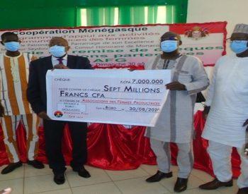 Bobo-Dioulasso:  La principauté de Monaco apporte un soutien financier à des associations féminines de Sya