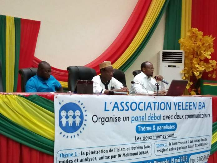 LE-PRESIDIUM-LORS-DU-PANEL-DE-ASSOCIATION-YELEEN-BA