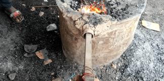 Modernisation-dans-le-secteur-de-la-métallurgie-des-hauts-fourneaux-manuels-à-la-forge-électrique