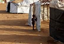 Alpha-Barry-apporte-du-réconfort-aux-réfugiés-du-Camp-de-Goudébo