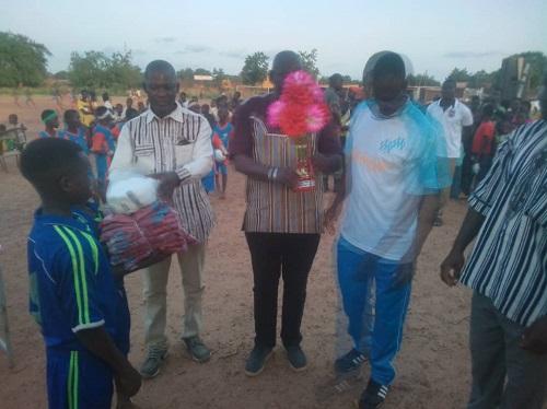 Super –coupe- du -Maire -Diébougou -l'école -primaire –de- Navielgane remporte –le- trophée