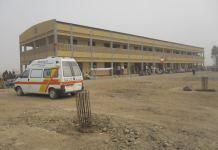 ambulance-et-batiment-a-edroit-d-la-population