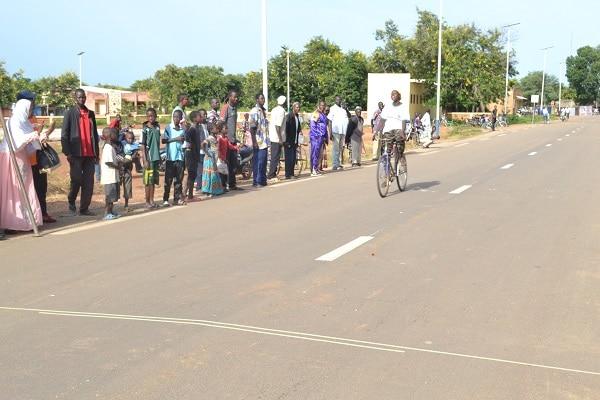 Du-vélo-et-de-la-pétanque-pour-rassembler-les-sportifs