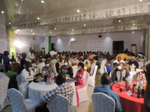 Zoundwéogo - des -jeunes –femmes- entrepreneures- reçoivent -des –chèques- de -soutien