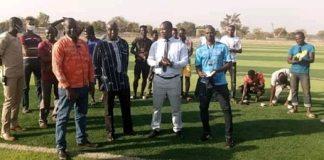 Sud-ouest-le -gouverneur –visite- le- bafuji -FC -sur -le –terrain- d-entrainement