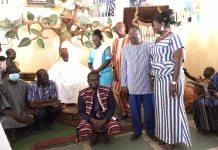 Culture-Elise- Ilboudo –demande-des bénédictions- au -mogho -naaba