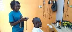 Mode- être- une –coiffeuse- masculine- renommée-c'est- le –rêve- de -Tatiana -Tapsoba