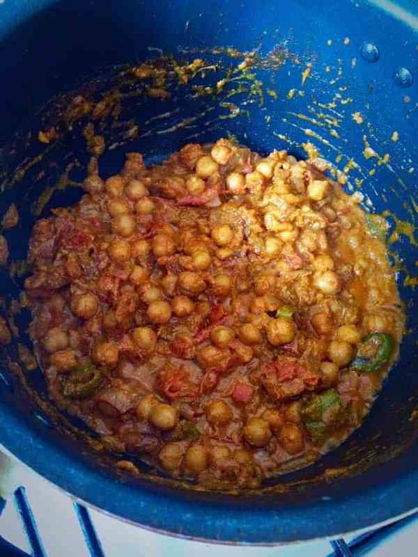 Spicy Punjabi Cholay - curried chickpeas @ fatimacooks.net