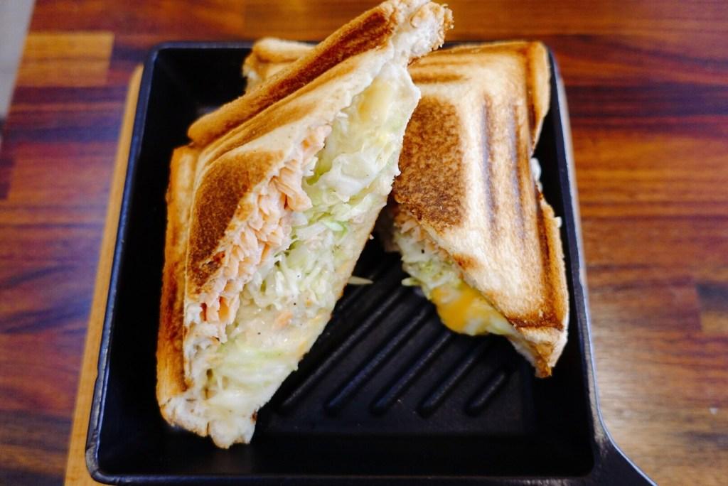 鮭魚白醬熱壓吐司