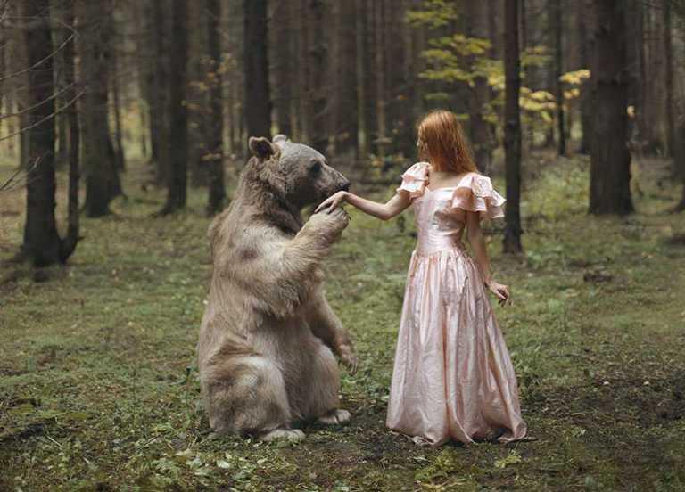 Russa usa animais selvagens reais em ensaio