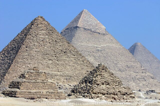 Como é o interior de uma pirâmide?