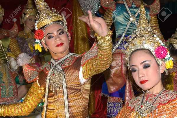 13073422-CHIANG-MAI-THAILAND-NOVEMBER-11-Thai-people-takes-part-in-a-parade-of-the-Loy-Krathong-Festival-in-C-Stock-Photo