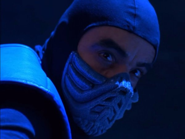 then-french-actormartial-artist-francois-petit-put-on-the-bane-like-mask-to-play-sub-zero