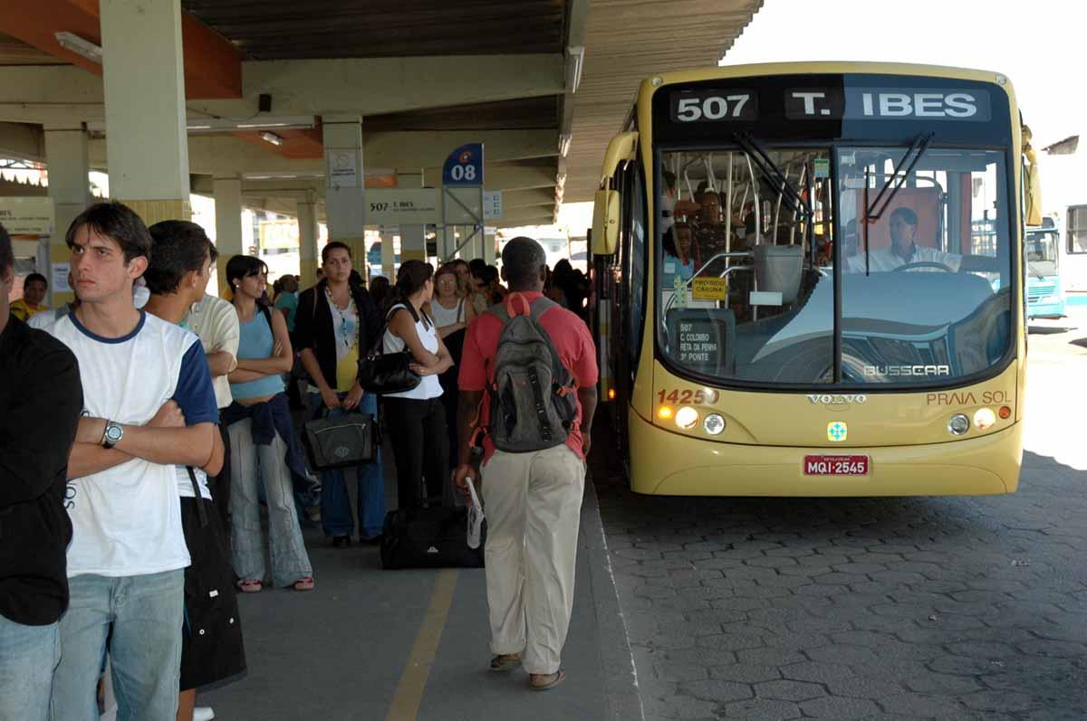 6 coisas que todo mundo que anda de ônibus já viu