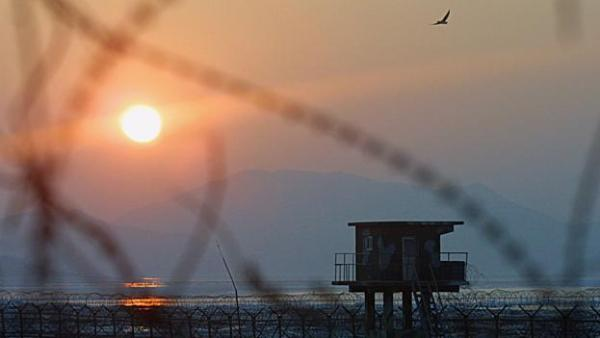 IMJINGAK, SOUTH KOREA - JANUARY 7:  The sun rises near a barbed wire checkpoint at the Imjingak Pavilion near the village of Panmunjom January 7, 2003 in Imjingak, north of Seoul, South Korea. The United Nations nuclear agency, the International Atomic Energy Agency (IAEA), is giving North Korea a final chance to abandon its weapons program and allow inspectors back into the country before the UN hands the matter to the Security Council, according to an official. The Demilitarized Zone (DMZ) remains a symbol of the threat of war on the Korean peninsula amid growing tensions over North Korea's nuclear weapons development.  (Photo by Chung Sung-Jun/Getty Images)