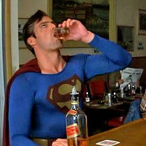 """7 maneiras surpreendentes que o álcool lhe dá """"super poderes"""" (momentaneamente)"""
