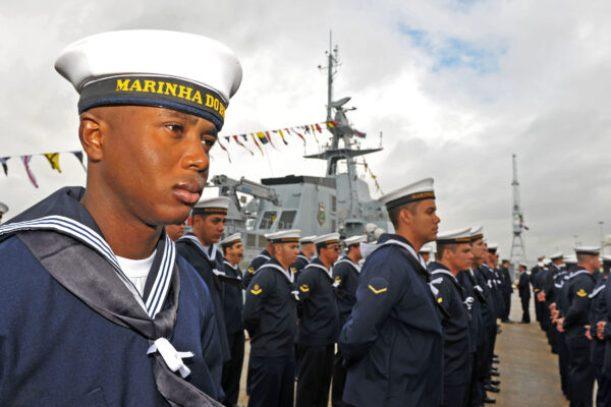 Marinheiros-brasileiros-na-cerimônia-oficial-de-entrega-do-Amazonas