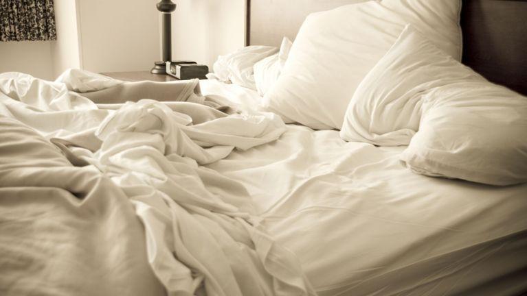 Saiba porque arrumar a cama faz mal a saúde